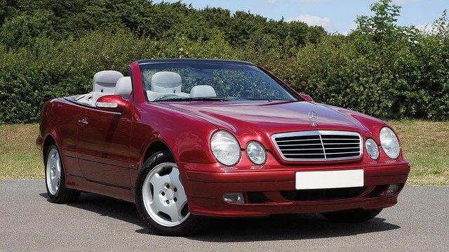 cabriolet rouge Mercedes