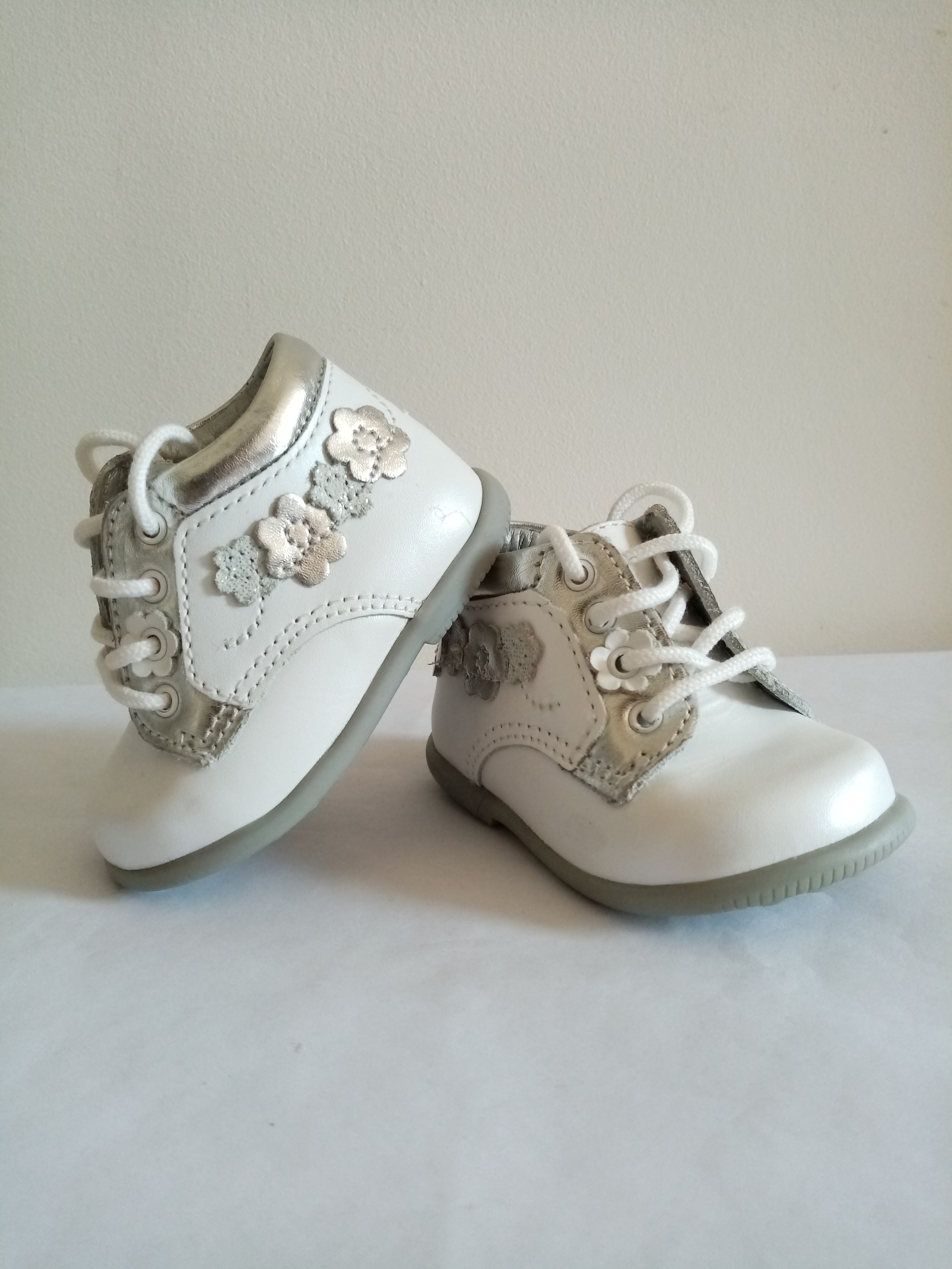 Chaussures en cuir T16