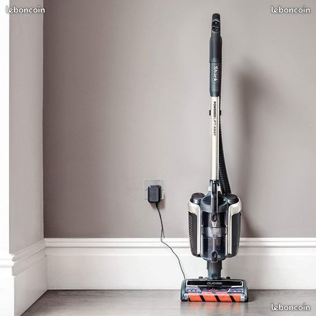 Aspirateur vertical sans fil Shark IC260EUT techno