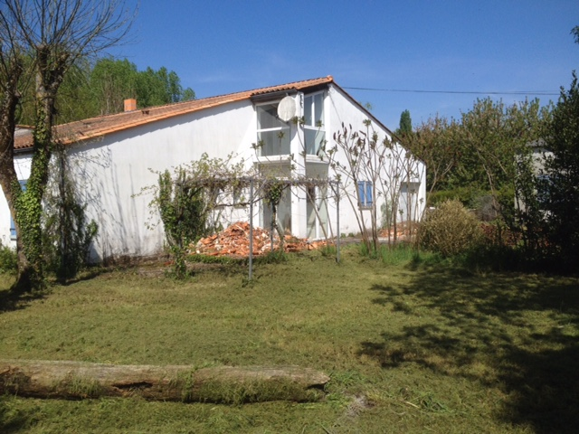 Echange ensemble immobilier / Villa + Hangar